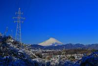 富士山と高圧送電線 10669005091  写真素材・ストックフォト・画像・イラスト素材 アマナイメージズ