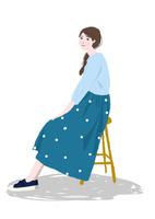 いすに座る女性