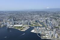 横浜駅空撮 北東側よりみなとみらいを手前に南西方向を望む