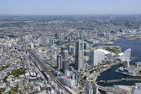 横浜駅空撮 南側よりみなとみらいを手前に新横浜方面を望む