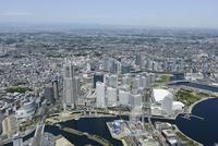 横浜駅空撮 南東側よりみなとみらいを手前に北西方向を望む