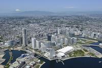 横浜駅空撮 東側よりみなとみらいを手前に西方向を望む