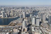 豊洲駅空撮 南東側より銀座・東京駅方面へ 10684005898| 写真素材・ストックフォト・画像・イラスト素材|アマナイメージズ