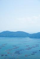 邑久町カキイカダのある風景 10685001006| 写真素材・ストックフォト・画像・イラスト素材|アマナイメージズ