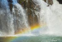 関之尾の滝と虹