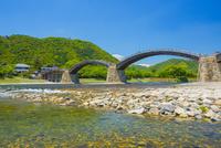 錦帯橋 10685002819| 写真素材・ストックフォト・画像・イラスト素材|アマナイメージズ
