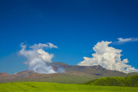 阿蘇草千里より中岳の噴煙