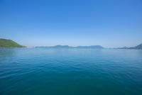 忠海沖より瀬戸の島々 10685003373  写真素材・ストックフォト・画像・イラスト素材 アマナイメージズ