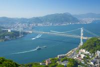 火の山公園より関門橋 10685003381| 写真素材・ストックフォト・画像・イラスト素材|アマナイメージズ