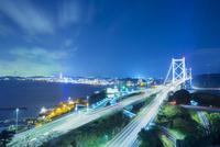 和布刈公園より関門橋と下関の夜景 10685003847| 写真素材・ストックフォト・画像・イラスト素材|アマナイメージズ