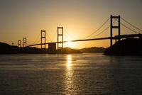 しまなみ海道 夕日の来島海峡大橋