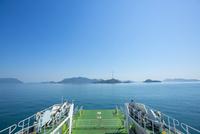 大久野島に向かうフェリー 10685003962| 写真素材・ストックフォト・画像・イラスト素材|アマナイメージズ