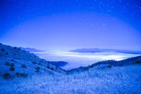 満天の星と雲海 高ボッチ高原の雪景色