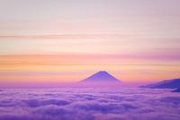 高ボッチ高原より雲海と朝焼けの富士山