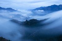 国見ヶ丘より高千穂 霧の山並み