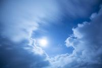 流れる雲 10685004225| 写真素材・ストックフォト・画像・イラスト素材|アマナイメージズ