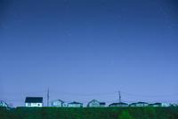 団地の住宅と星空