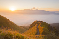 朝日を浴びるラピュタの道と雲海
