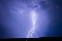 雷の稲妻 10685004434| 写真素材・ストックフォト・画像・イラスト素材|アマナイメージズ