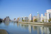 広島市の川のある街並み