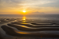 御輿来海岸の有明海砂干潟の夕陽