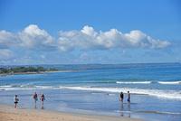 バリ島クタビーチの海岸 10685004915| 写真素材・ストックフォト・画像・イラスト素材|アマナイメージズ
