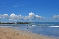 バリ島クタビーチの海岸 10685004925| 写真素材・ストックフォト・画像・イラスト素材|アマナイメージズ