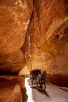 ヨルダン,ペトラ遺跡入り口の峡谷