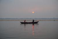 インド ガンジス川の朝日