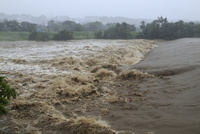 台風で増水した河川