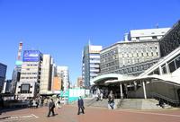 ゆりかもめ新橋駅 10696002433| 写真素材・ストックフォト・画像・イラスト素材|アマナイメージズ