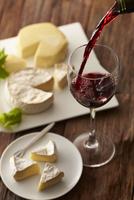 赤ワインとカマンベルチーズ