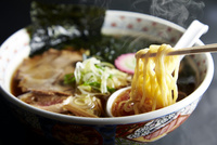 札幌醤油ラーメン 10724001383| 写真素材・ストックフォト・画像・イラスト素材|アマナイメージズ