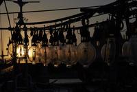 幣舞橋とイカ釣り漁船イメージ 10724001738| 写真素材・ストックフォト・画像・イラスト素材|アマナイメージズ