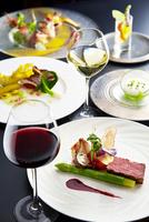 フランス料理コースイメージワインで乾杯