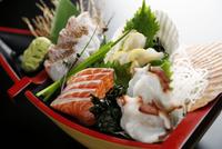 鯛,サーモン,ホタテ,タコの刺身 10724007116  写真素材・ストックフォト・画像・イラスト素材 アマナイメージズ