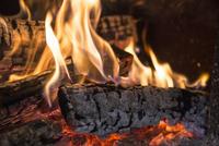燃えている薪