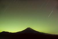 星空と富士山