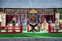どんが祭り林家舞楽の演奏 10729004026| 写真素材・ストックフォト・画像・イラスト素材|アマナイメージズ
