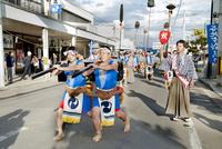 どんが祭り 10729004029| 写真素材・ストックフォト・画像・イラスト素材|アマナイメージズ