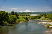 最上川と月山