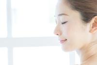 肌の綺麗な女性 10736000589| 写真素材・ストックフォト・画像・イラスト素材|アマナイメージズ