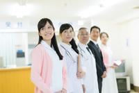 男女医療スタッフ 10736003039| 写真素材・ストックフォト・画像・イラスト素材|アマナイメージズ