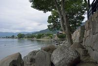 海津大崎より望む海津の石積 10737000070| 写真素材・ストックフォト・画像・イラスト素材|アマナイメージズ
