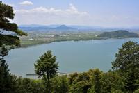 長命寺山から見た琵琶湖と三上山