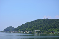 沖島中心部(写真左の沖島港から写真右の沖島小学校まで)