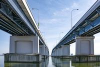 琵琶湖大橋近景 10737000353| 写真素材・ストックフォト・画像・イラスト素材|アマナイメージズ