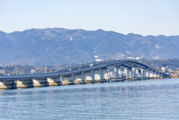 琵琶湖大橋遠景 10737000356| 写真素材・ストックフォト・画像・イラスト素材|アマナイメージズ