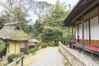玄宮園茶室と庭 10737000364| 写真素材・ストックフォト・画像・イラスト素材|アマナイメージズ