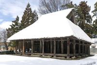 大濱神社仁王堂(伊庭の水辺景観) 10737000373| 写真素材・ストックフォト・画像・イラスト素材|アマナイメージズ